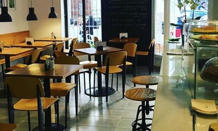 Degustación de cocina vegana para 2 o 4 personas con entrante, principal, postre y bebida por 16,90 € en Madrigal Café