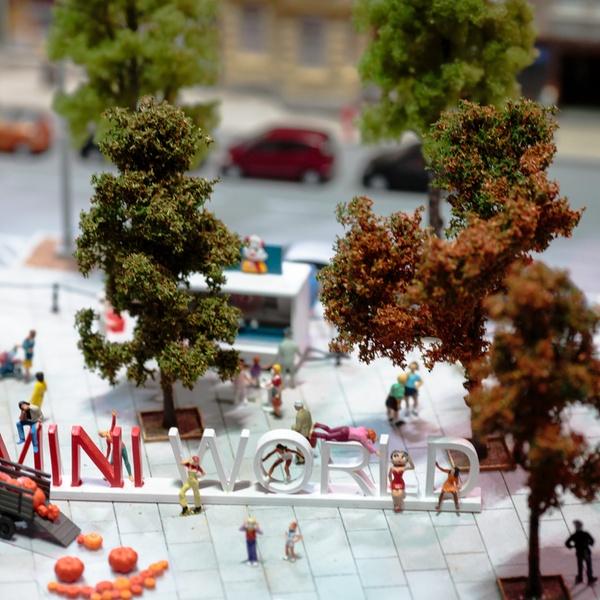 Miniatures Découvrir Le De Mini World LyonGroupon Animées Parc yvgb76Yf