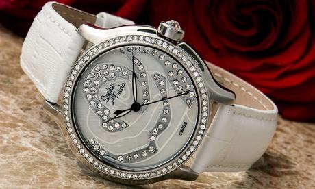 Reloj de nácar con cristales de Sophie & Freda
