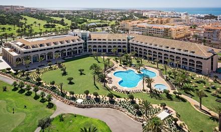 Almería: 3 o 5 noches para 2 adultos y 1 niño en media pensión y opción a todo incluido en Hotel Golf Almerimar 5*