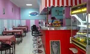 Rocket Café: Menú para 2, 3 o 4 personas con entrantes, hamburguesa, bebida o milkshake y postre desde 16,90 € en Rocket Café