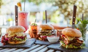 M 13 Cocktailbar And Restaurant: Burger inkl. Beilage und Schoko-Dessert für 2 od. 4 Personen in der M 13 Cocktailbar And Restaurant (bis zu 41% sparen*)