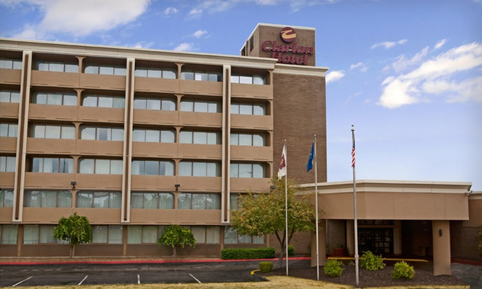 Clarion Hotel Sports Complex - Riss Lake: One-Night Stay with Breakfast Credit at Clarion Hotel Sports Complex in Kansas City, MO
