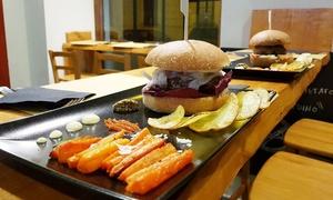 9C Burger & Salad Station: Hamburger gourmet e birra per 2 o 4 persone da 9C Burger & Salad Station in San Salvario (sconto fino a 35%)