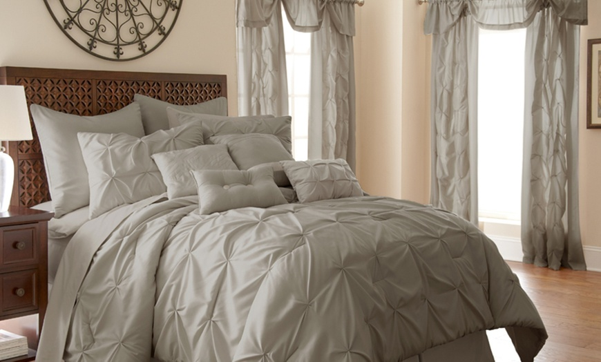 Room In A Bag Bedding And Curtains Set