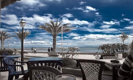 Menú para 2 o 4 con entrantes, parrillada, postre, café, botella de vino o bebida desde 39,95 € enLa Pequeña Venecia