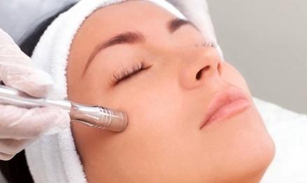 Higiene facial con opción a masaje masaje calmante, crioterapia y fototerapia desde 19,99 € en Divinity Body Nails
