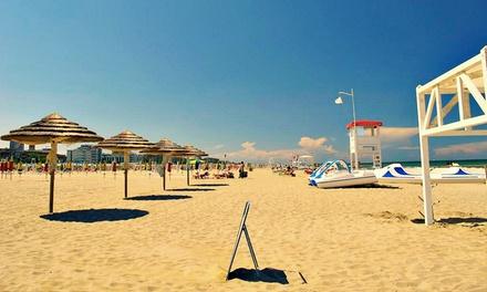 Rimini: soggiorno per 2 persone di 1 o 2 notti con mezza pensione o 7 notti con Formula Villaggio all'Hotel Petrarca