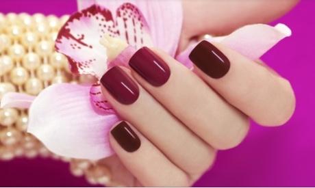 2 sesiones de manicura y/o pedicura con esmaltado en Belleza Integral Queen (hasta 67% de descuento)