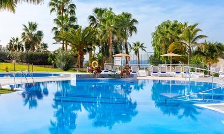 Day pass para 2 personas con comida y bebida en Hotel Tropical Park (hasta 32% de descuento)