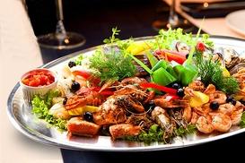 Restauracja Stare i Nowe: Półmisek ryb, owoców morza i więcej od 89,99 zł w Restauracji Stare i Nowe w Katowicach