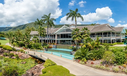 Cairns: One- or Two-Night Stay for Four with Breakfast, Mini Golf/Playground and Late Check-Out at Paradise Palms Cairns