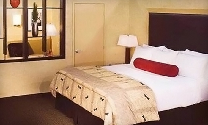 Aspen Suites - Highlands/Perkins: $60 for a One-Night Stay in a King Suite and $15 Worth of Café Fare at Aspen Suites in Baton Rouge (Up to $138.17 Value)