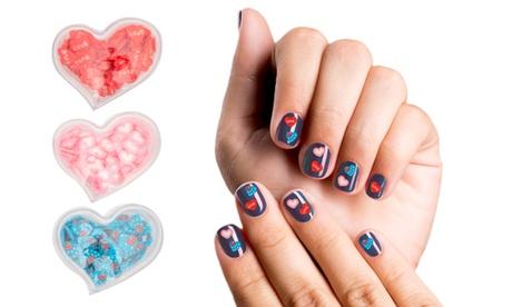 Fino a 12 confezioni di adesivi a cuore per unghie