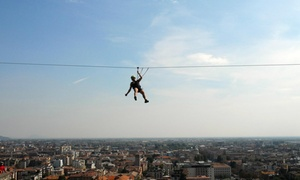 Parco Avventura (Bergamo): Doppia traversata in teleferica sospesa sulle mura di Città Alta fino a 4 persone con vista sulla città di Bergamo