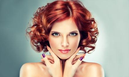 Waschen, Schnitt und Föhnen wahlweise mit Farbe oder Strähnen für alle Haarlängen im Meistersalon BEAUTYDAY ab 19,90 €