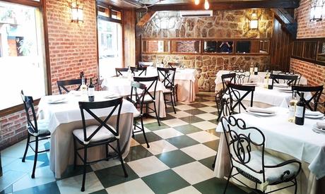 Menú mediterráneo a elegir para 2 personas con entrante, principal, postre y bebida desde 29,99 € en La Chula