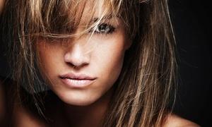 Art de beauté: Shampoing, coupe et brushing, option couleur ou mèches sur toutes longueurs de cheveux dès 24,90 € chez Art de Beauté