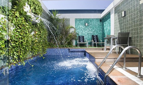 Madrid: suite para 2 con desayuno y opción a piscina privada o bañera-spa y detalle de bienvenida en Hotel Zouk