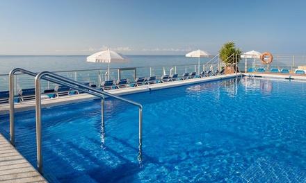 Pineda de Mar: estancia para hasta 4 personas con pensión completa o todo incluido en H·TOP Pineda Palace 4* Superior