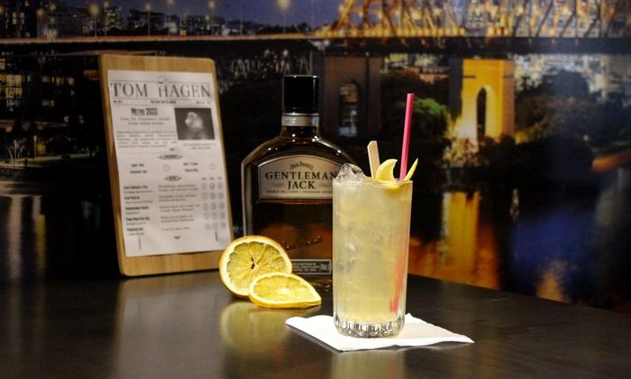Tom Hagen Bar - Frankfurt am Main: 2 oder 4 Cocktails nach Wahl und 1 oder 2 Nacho-Teller für 2 oder 4 Personen in der Tom Hagen Bar (bis zu 52% sparen*)