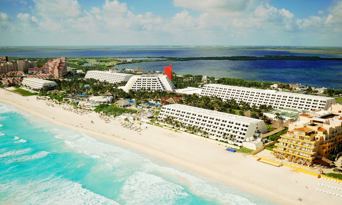 4, 6, or 7 Night All-Inclusive Grand Oasis Cancun Trip with Nonstop Air from Vacation Express - Cancún, Mexico: ✈ 4, 6, or 7 Night Grand Oasis Cancun Trip w/ Nonstop Airfare. Price per Person Based on Double Occupancy