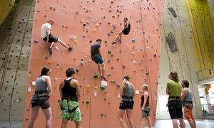 Kletterzentrum Neoliet Essen: 1,5 Stunden Klettern und Bouldern inkl. Ausrüstung für 1 bis 5 Personen im Kletterzentrum Neoliet Essen (55% sparen*)
