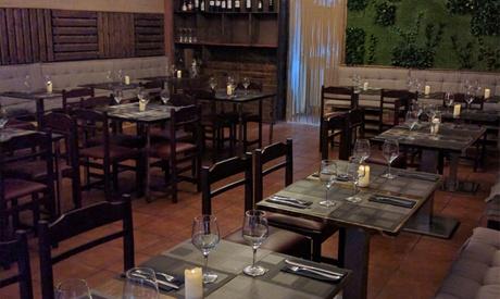 Menú para 2 o 4 personas con entrantes, principal, postre y botella de vino o bebida desde 24,95 € en Gulería