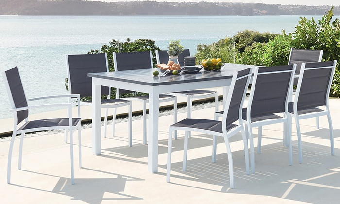 Tavolo estendibile e sedie da esterno in alluminio, disponibili in 2 opzioni e colori