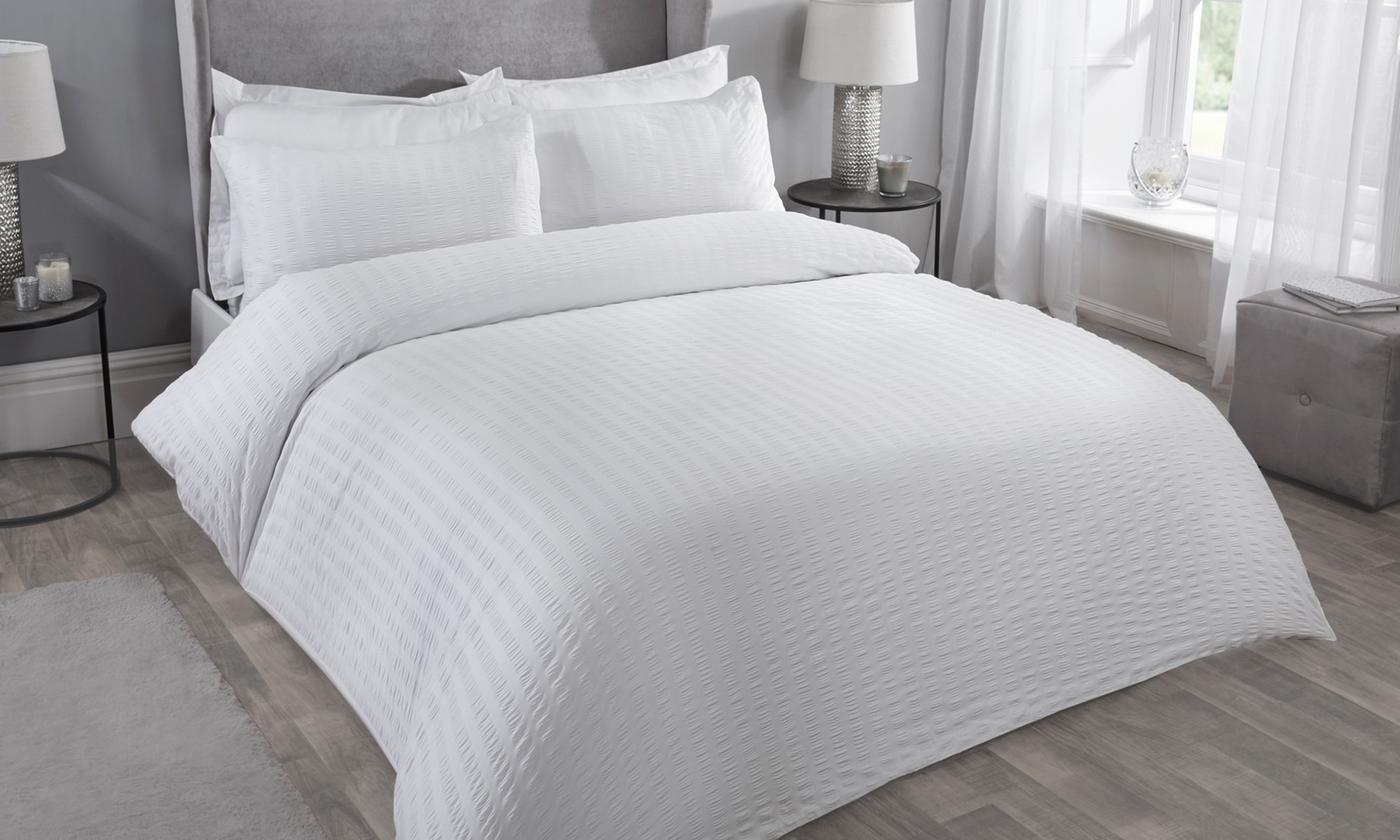 Pieridae Classic Seersucker Duvet Set for £13