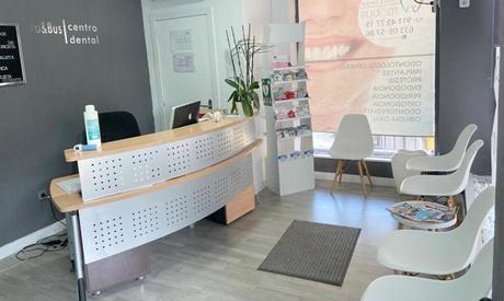 2 sesiones de blanqueamiento dental con led con opción de kit blanqueado en Clínica Dntal Ro and Bus