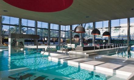 Acceso a spa y/o club para dos personas con opción a envoltura, masaje, cóctel y menú desde 19,90 € en Aquum