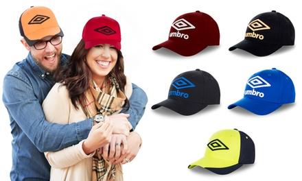 Cappellini Umbro unisex disponibili in diversi colori e modelli