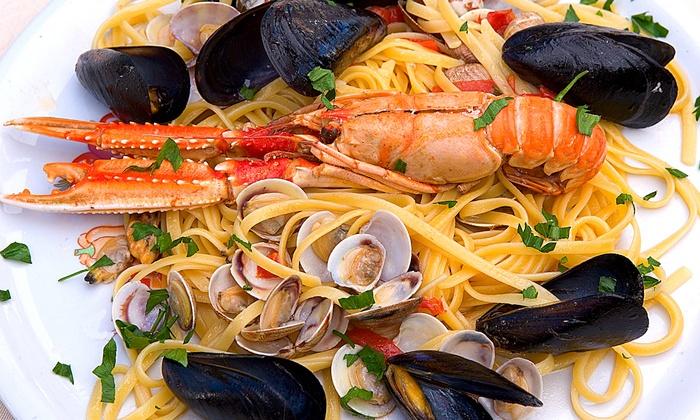 Menu di pesce a scelta con dolce e vino per 2 o 4 persone da Al Faro 2 (sconto fino a 71%)
