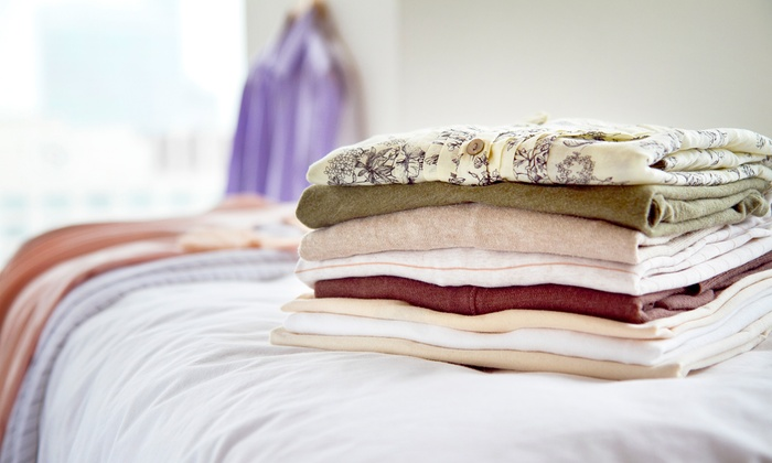 Discount Laundry - Multiple Locations: Standard/Queen Comforter Cleaning or Full-Service Cleaning for 20 Pounds of Laundry at Discount Laundry (Up to 48% Off)
