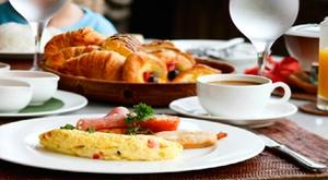 """Fabrik: Petit-déjeuner """"Fabrik"""" de luxe avec bulles pour 1, 2 ou 4 personnes chez Fabrik"""