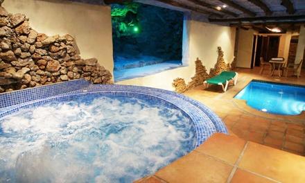 Frigiliana: 1 o 2 noches para 2 personas con desayuno y acceso a jacuzzi privado en Hotel Rural Almazara