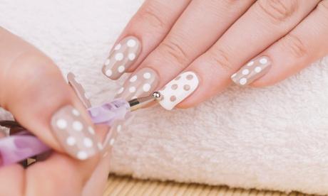 3 o 5 manicure con smalto semipermanente al Centro Estetico Oro (sconto fino a 75%)