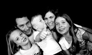 De belles photos de famille en studio front de mer Marseille