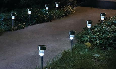 10 o 20 lampade solari da giardino a LED disponibili in plastica o acciaio