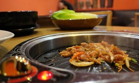 Menú asiático para 2 o 4 personas con entrantes, principal, postre y bebida desde 19,95 € enRestaurante Maru