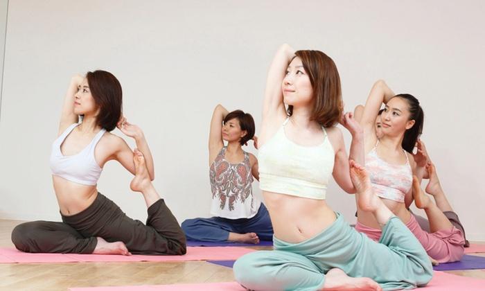 Hot Yoga Studio loIve 京都四条店 - 京都市下京区: 【最大81%OFF】≪ホットヨガ60分 1回体験(水&タオル&上下ウェア込)/他2メニュー≫ @Hot Yoga Studio loIve 京都四条店