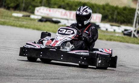 Super tanda de 15 minutos en kart 420 cc con snack y bebida para 2, 4 o 6 adultos desde 39,99 € en Karting Sevilla
