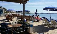 Journée à la plage pour 2 personnes avec 2 matelas, 1 parasol et 2 boissons au choix dès 19,99 € chez Pascalin Plage