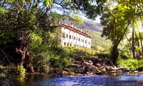 Navacepedilla del Corneja: 1, 2 o 3 noches para 2 en bungalow con desayuno y picnic o cena en Hotel Ribera del Corneja Oferta en Groupon