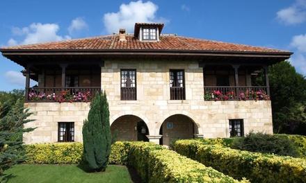 Cantabria: 1, 2 o 3 noches para 2 con desayuno, late check-out y opción a visita Cuevas de Altamira en Hotel Siglo XVIII