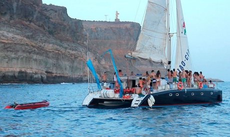 Excursión en catamarán de vela con comida, bebida, paseo en banana y snorkeling para 2 o 4 desde 49,90 € con Bahía Cat