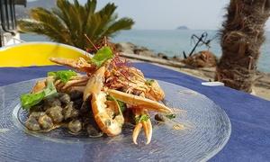 La Scogliera: Menu di pesce vista mare con vino e giornata in spiaggia da La Scogliera ad Alassio (sconto fino a 60%)