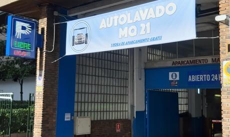 Lavado de vehículo con opción a limpieza de llantas y aspirado de maletero desde 9,99 € en Autolavado Parking Maiquez 21