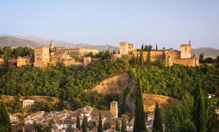 Granada: 1, 2 o 3 noches para 2 adultos y 1 o 2 niños con desayuno, detalle y opción a media pensión en Hotel Poniente